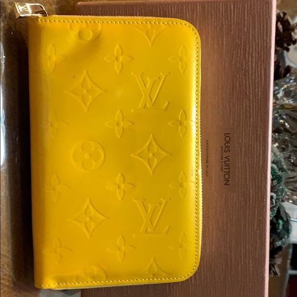 Louis Vuitton Handbags - Louis Vuitton Compact wallet in Yellow Vernis